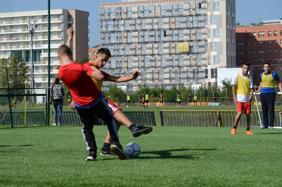 U mbajt turne futbolli me fëmijët me nevoja të veçanta