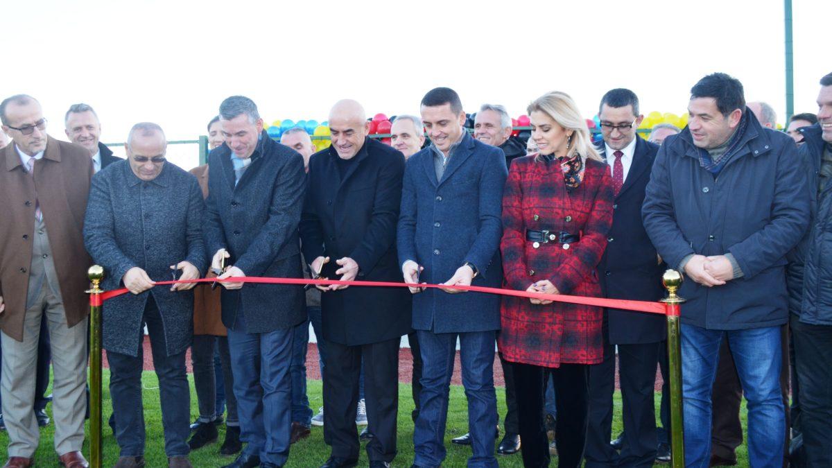 U përurua fusha e futbollit në Skenderaj (VIDEO)