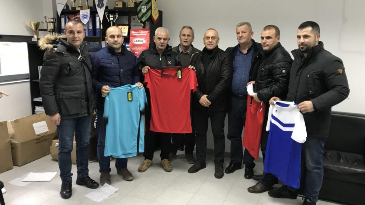 Presidenti Ademi në ditën e festës shpërndau topa e fanella në Ferizaj