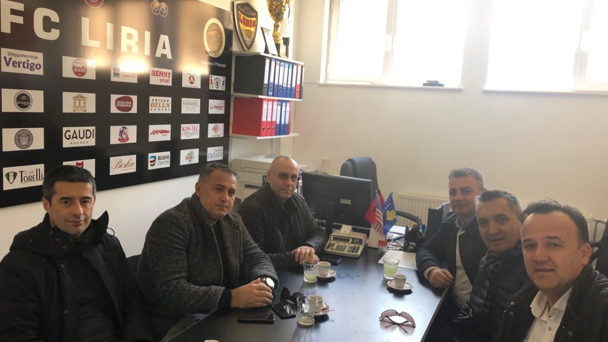 """Presidenti Ademi vizitoi FC """"Liria"""" dhe bëri homazhe te varri i Agim Malokut"""