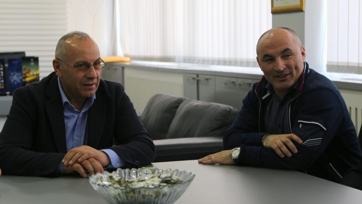 Presidenti Ademi priti ish-futbollistin e Kombëtares së Shqipërisë, Fatmir Vata