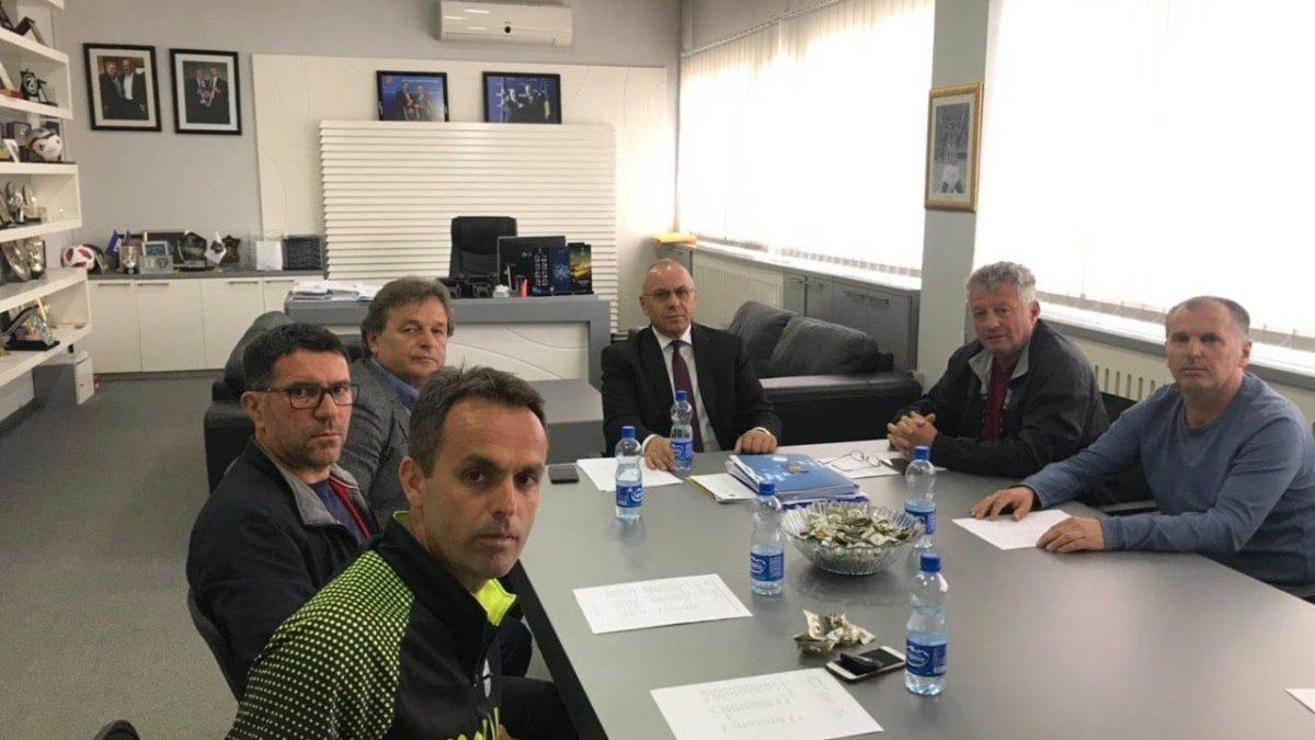Presidenti Ademi takoi përzgjedhësit e ekipeve të grupmoshave