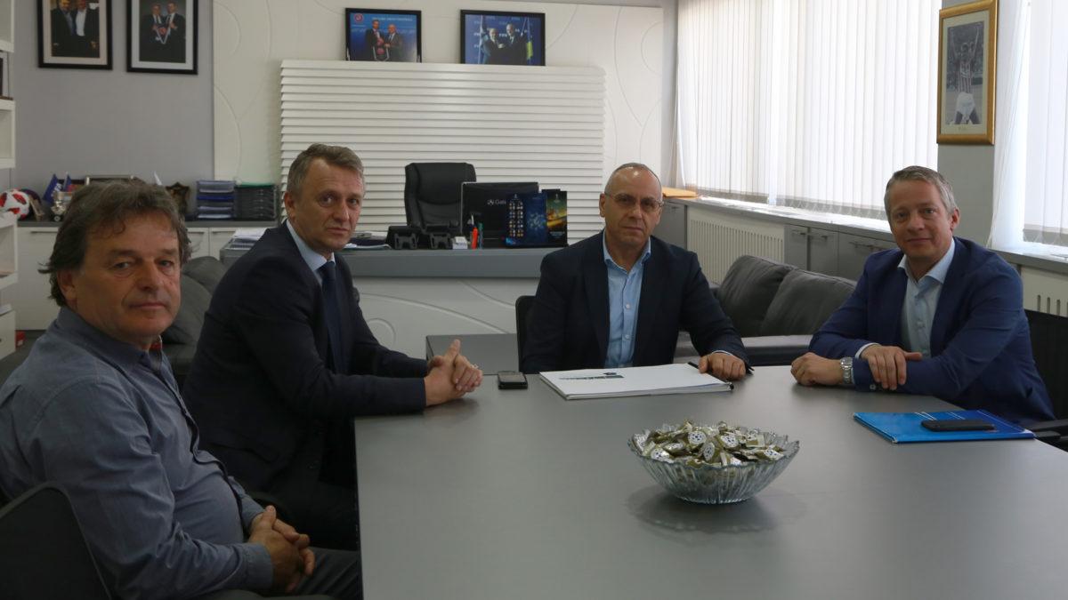 Krerët e FFK-së pritën zyrtarin e lartë të UEFA-s, Thierry Favre