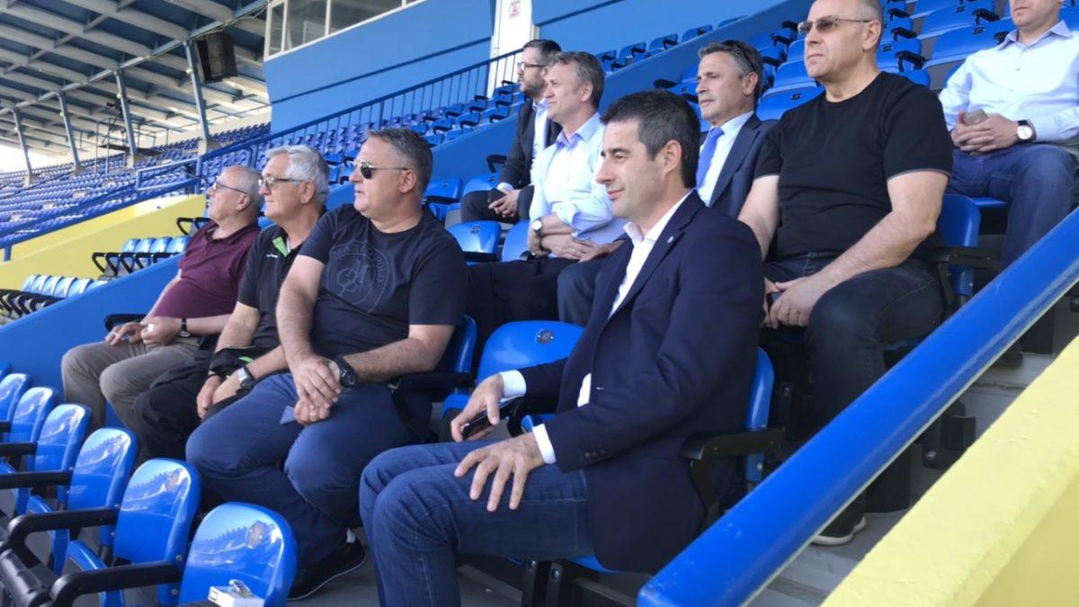 Presidenti Ademi dhe ambasadori Durmishi ndjekën nga afër stërvitjen e Kombëtares