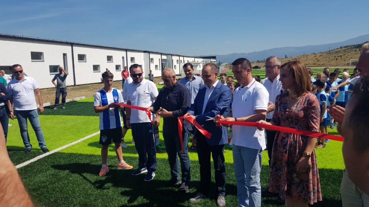 U përurua stadiumi me bari sintetik në Boka të Prizrenit