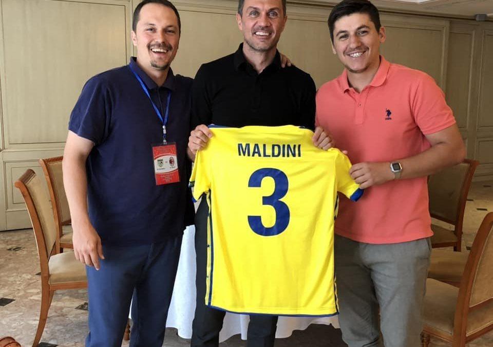 Paolo Maldini nderohet me fanellën e Kosovës