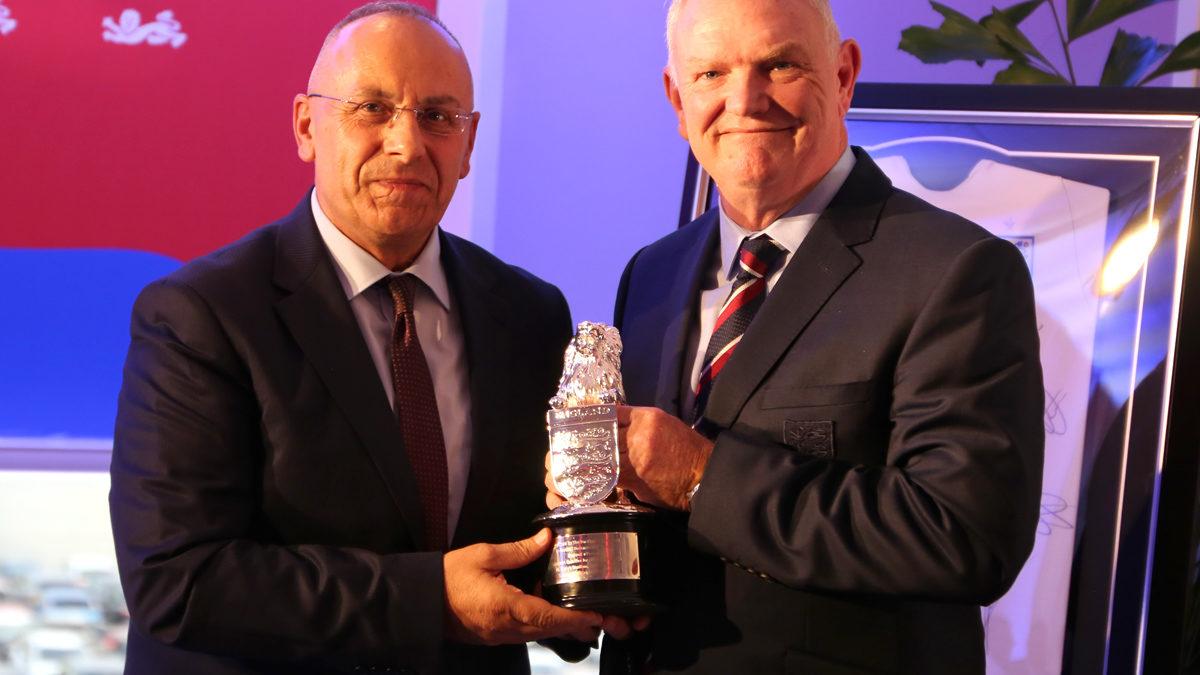 "Presidenti Clarke nderoi presidentin Ademi me trofeun e 'Tre Luanëve"""