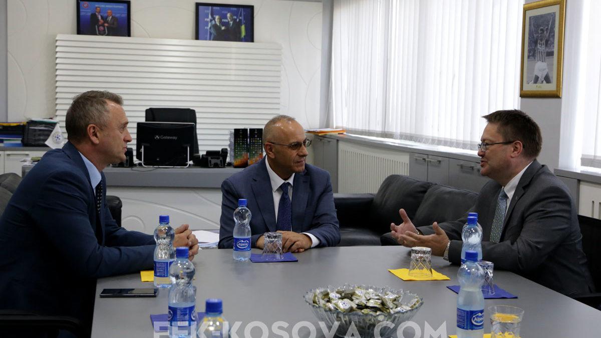 Krerët e FFK-së pritën ambasadorin e ri britanik, Nicholas Abbott
