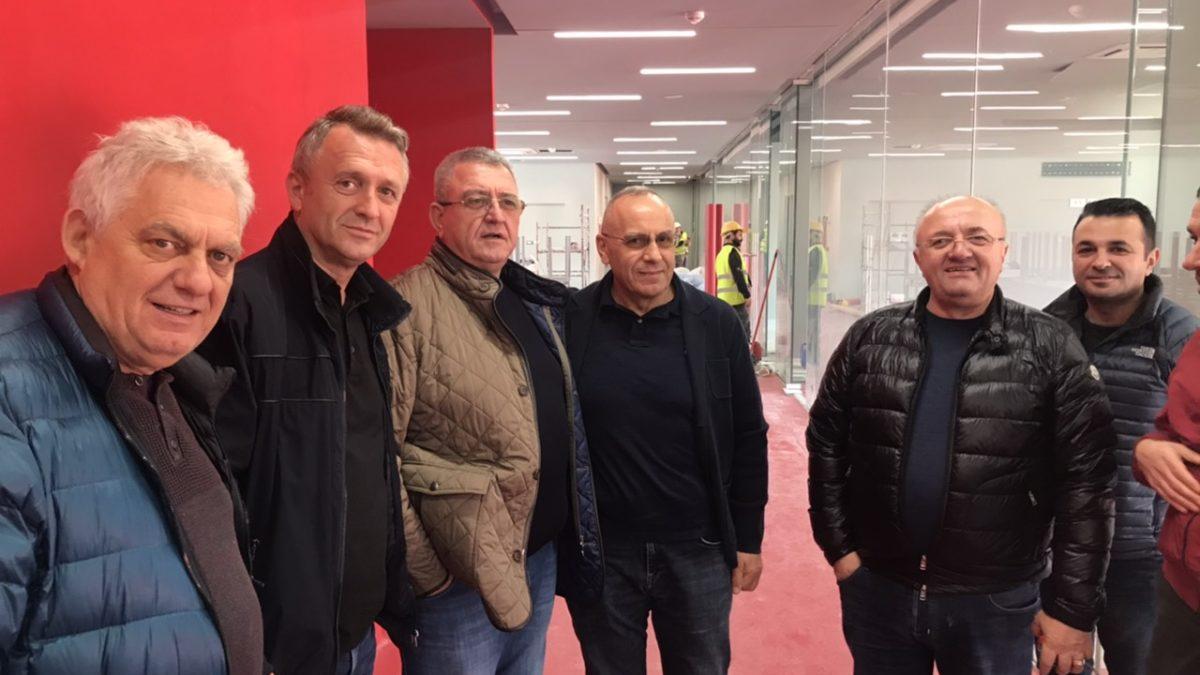 Krerët e FFK-së vizituan Arenën Kombëtare në Tiranë