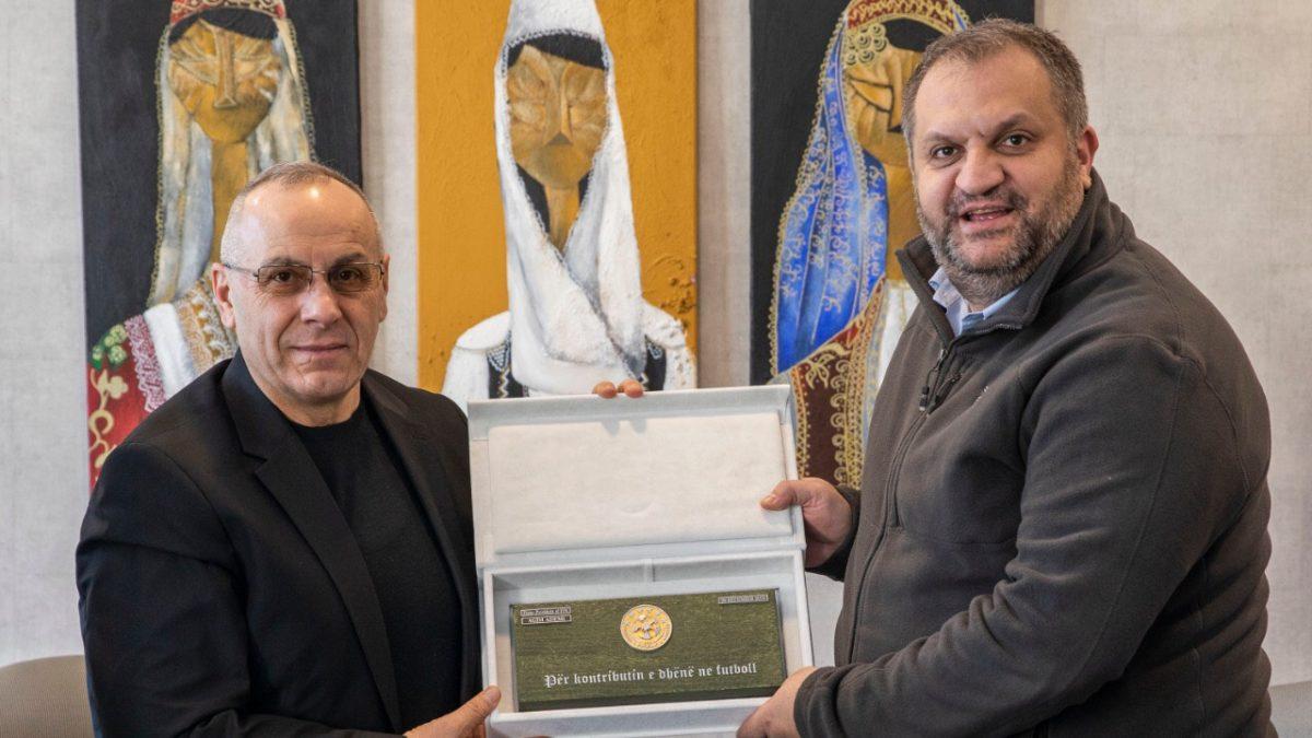 Krerët e FFK-së u pritën nga kryetari i komunës së Prishtinës, Shpend Ahmeti