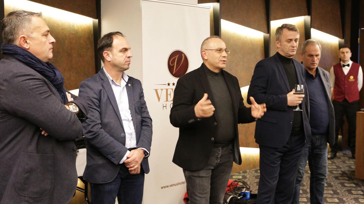 Presidenti Ademi organizoi koktejn e fundvitit me gazetarët sportivë