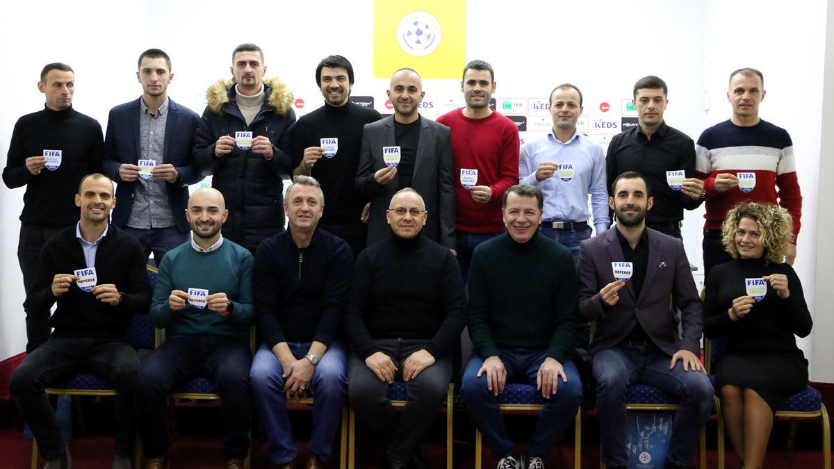 U dorëzuan stemat e FIFA-s për 13 gjyqtarë