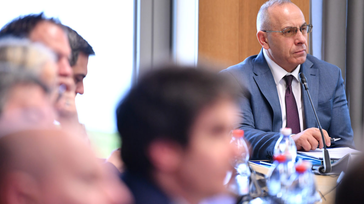 """Presidenti Ademi mori pjesë në mbledhjen e Komisionit """"HatTrick"""""""