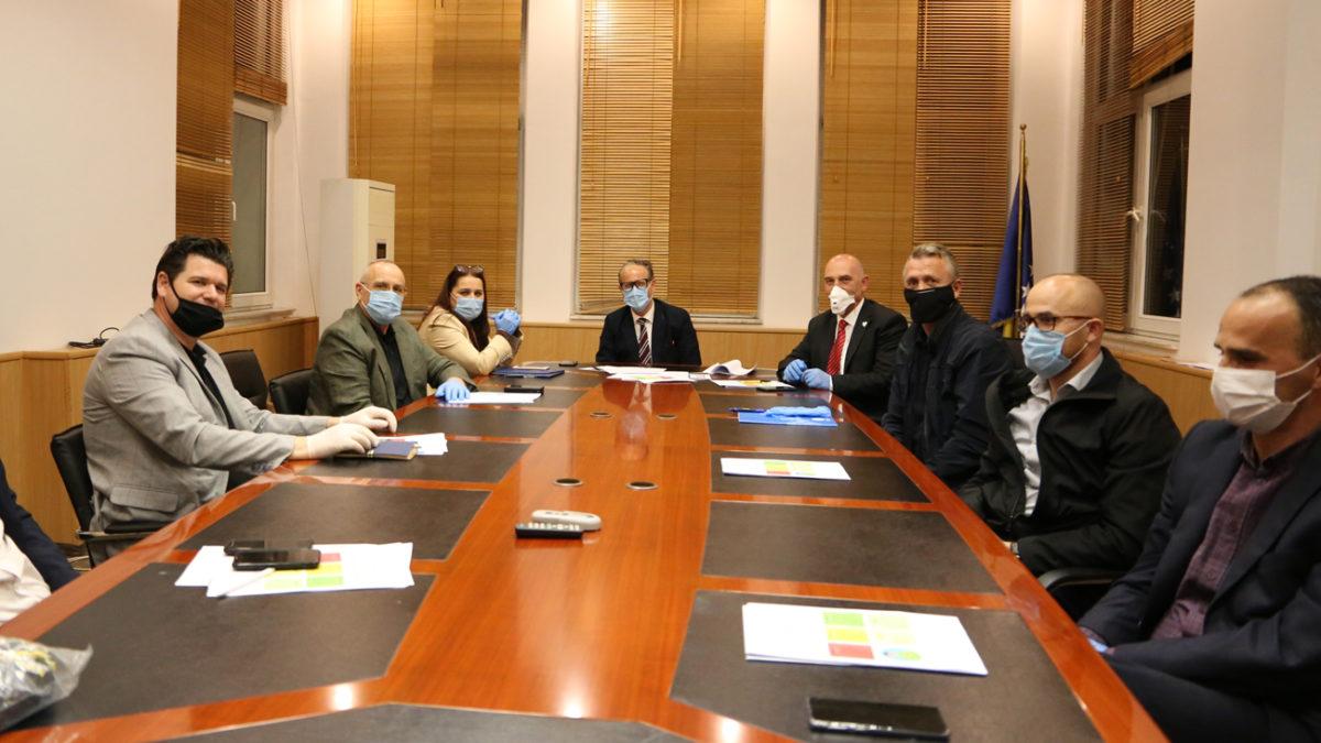 U mbajt takimi i krerëve të FFK-së me ministrin e Shëndetësisë dhe ministren e Sportit