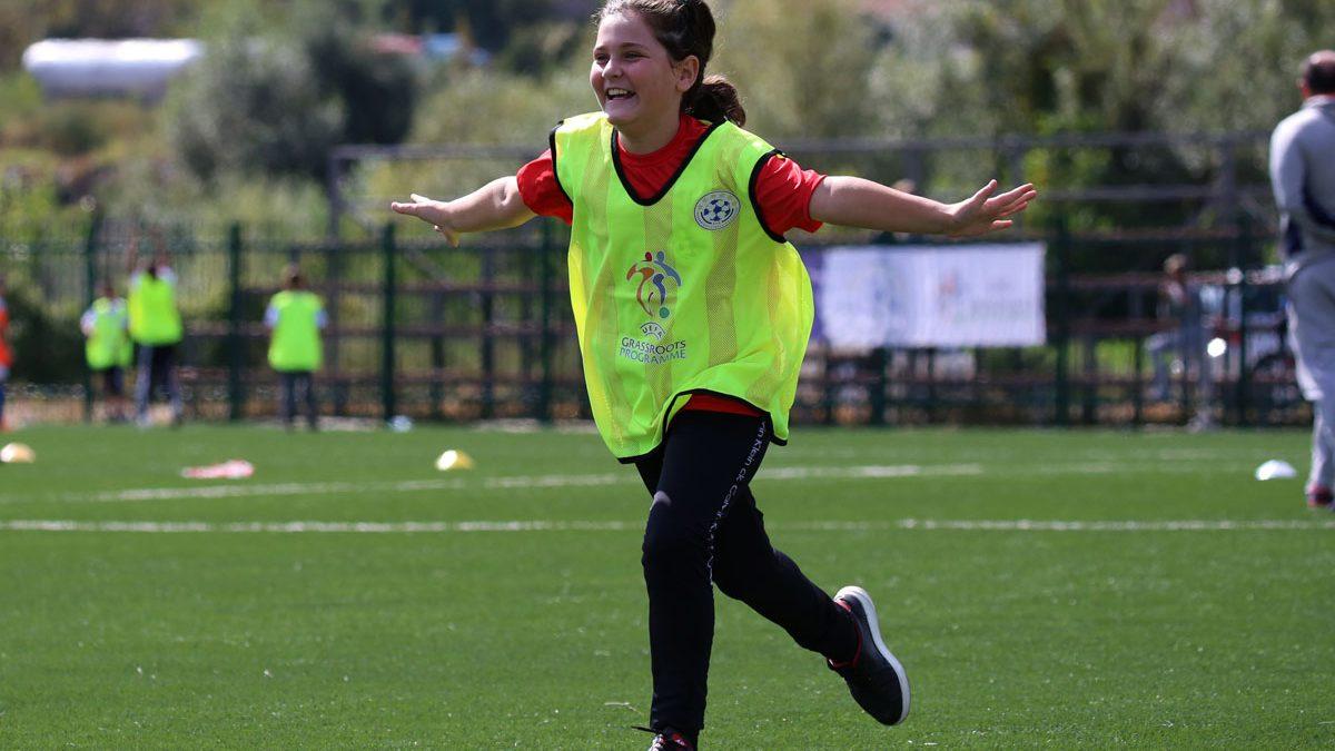 """""""Grassroots Week"""" rikthen fëmijët në fushën e gjelbër"""