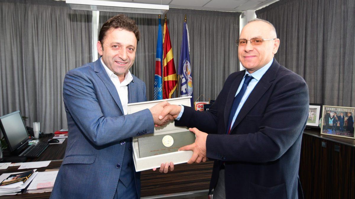 Muamed Sejdini uron presidentin Ademi për 4-vjetorin në UEFA