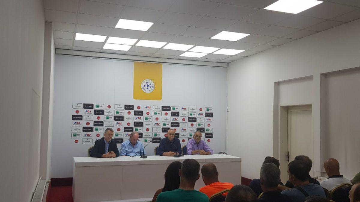 """Presidenti Ademi takoi kryetarin e KF """"Dardana"""", përzgjedhësin e U21 dhe përfaqësuesit e shkollave të futbollit"""