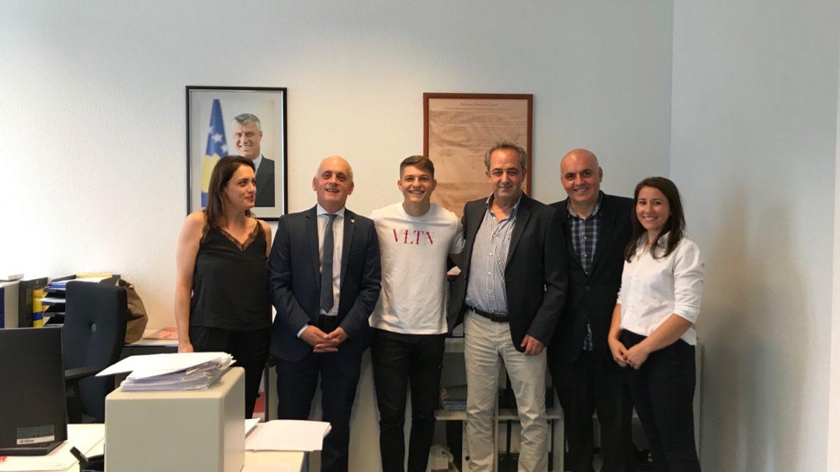 Florent Muslija bëhet me pasaportë të Kosovës, i gatshëm për ndeshjet e radhës