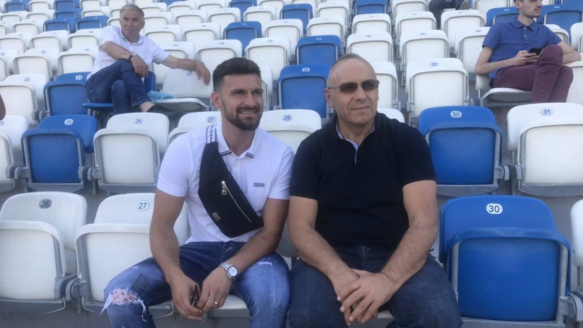 Presidenti Ademi priti ish-futbollistin e Kombëtares, Enis Alushi, dekorim i veçantë në ditën e ndeshjes Kosovë – Çeki