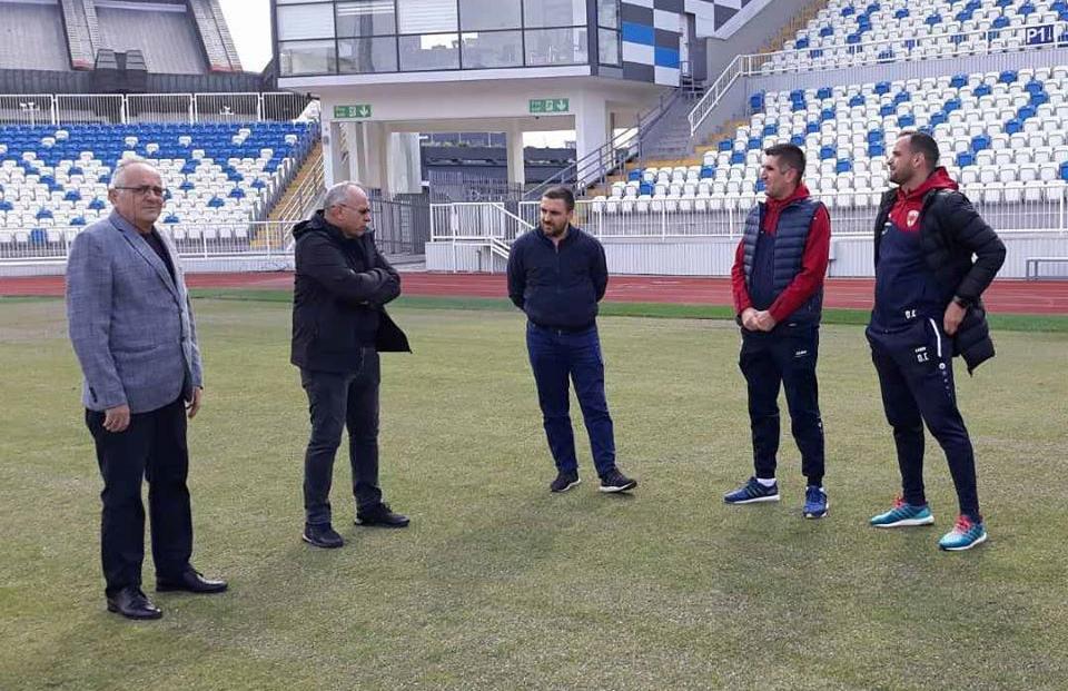 """Presidenti Ademi vizitoi FC """"Prishtina"""" dhe KF """"2 Korriku"""""""