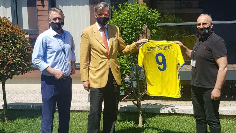 Ambasadori gjerman priti krerët e FFK-së