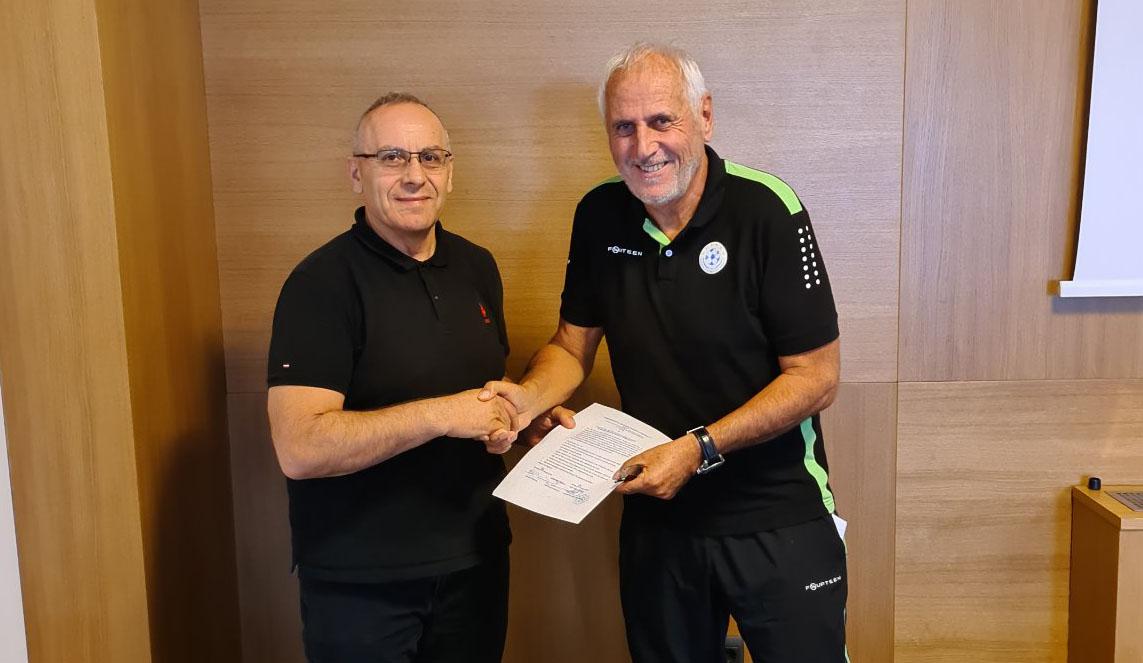 Bernard Challandes rinovon kontratën me FFK-në