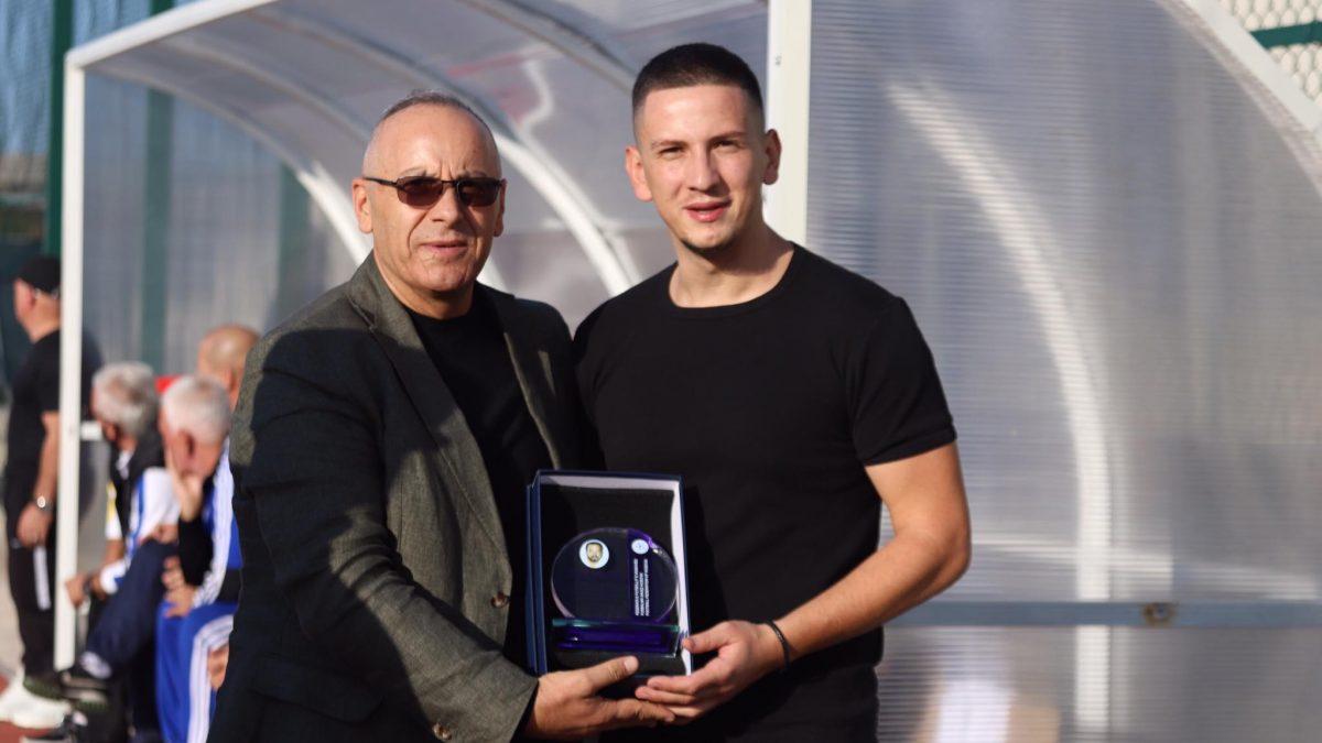 U mbajt turneu në nderim të Shukit dhe Bezit, presidenti Ademi nderoi familjarët me mirënjohje